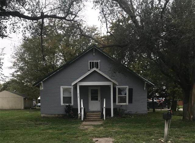 613 Main Street, Henrietta, MO 64036 (MLS #2352641) :: Stone & Story Real Estate Group