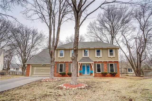 10222 Oakmont Circle, Lenexa, KS 66215 (#2142373) :: House of Couse Group