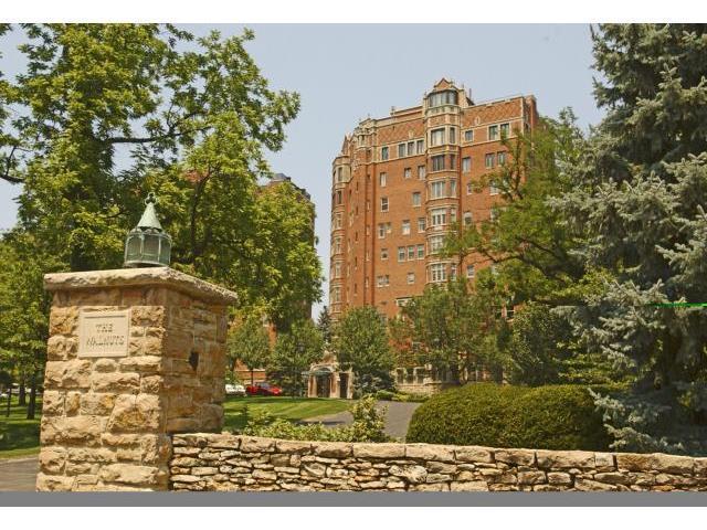 5049 Wornall Road 10C/11C, Kansas City, MO 64112 (#1937174) :: The Shannon Lyon Group - Keller Williams Realty Partners