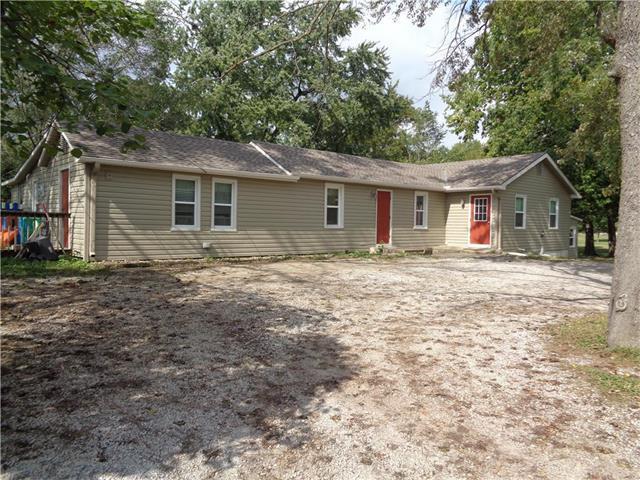 5940 N Flora Avenue, Gladstone, MO 64118 (#1990677) :: Carrington Real Estate Services