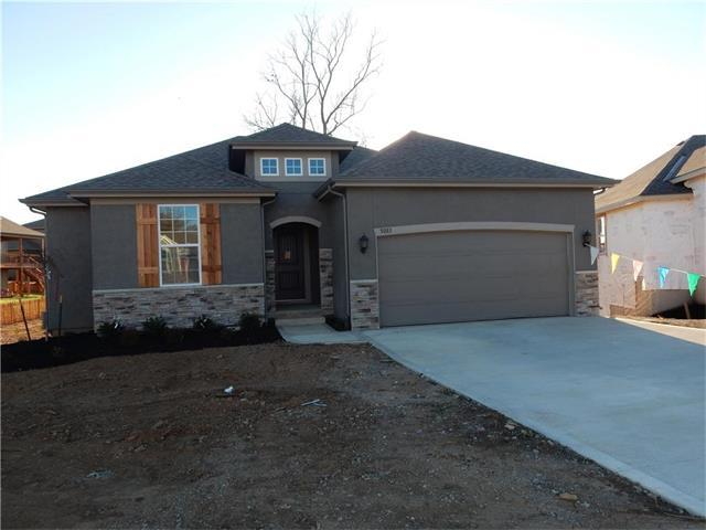 5083 SW Marguerite Street, Blue Springs, MO 64015 (#2028196) :: The Shannon Lyon Group - Keller Williams Realty Partners