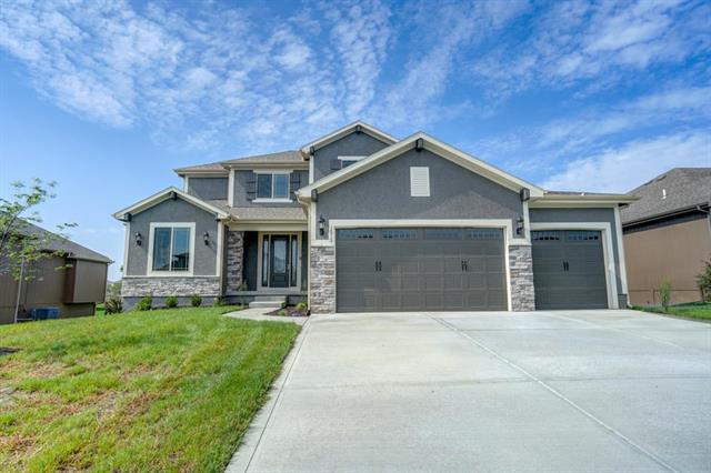 1513 SW Cross Creek Drive, Lee's Summit, MO 64082 (#2046224) :: Char MacCallum Real Estate Group