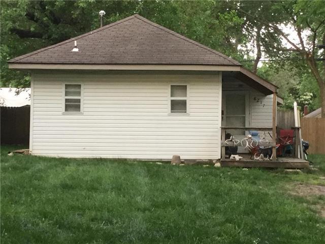 8217 Walnut Street, Kansas City, MO 64114 (#2046852) :: House of Couse Group