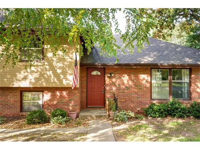 4330 NW Briarcliff Lane, Kansas City, MO 64116 (#2051746) :: Edie Waters Team
