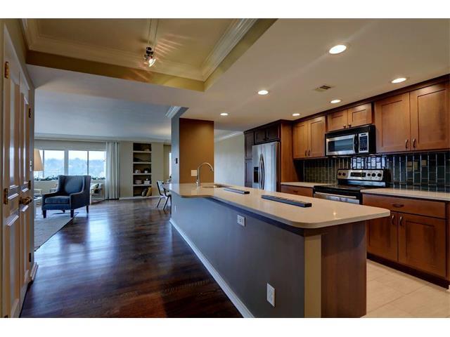 4740 Roanoke Parkway #905, Kansas City, MO 64112 (#2056192) :: Carrington Real Estate Services