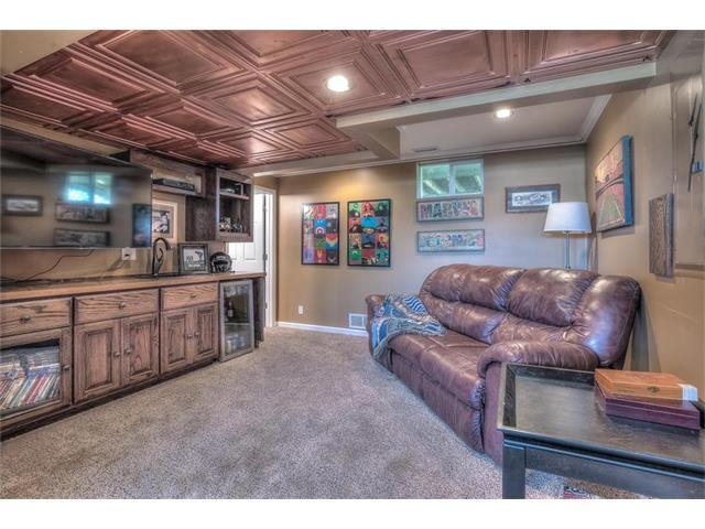 13711 Berger Avenue, Bonner Springs, KS 66012 (#2062153) :: Select Homes - Team Real Estate