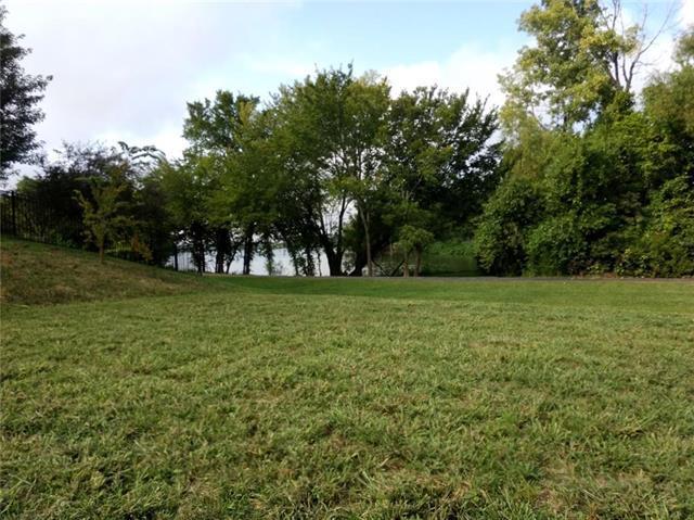 305 Shoreline Drive, Louisburg, KS 66053 (#2063023) :: Edie Waters Team