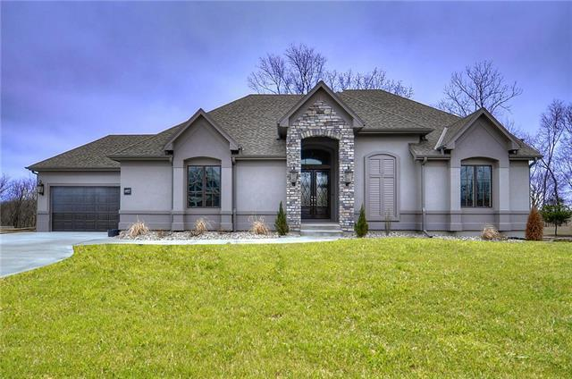 6837 N Norton Avenue, Gladstone, MO 64119 (#2067234) :: House of Couse Group