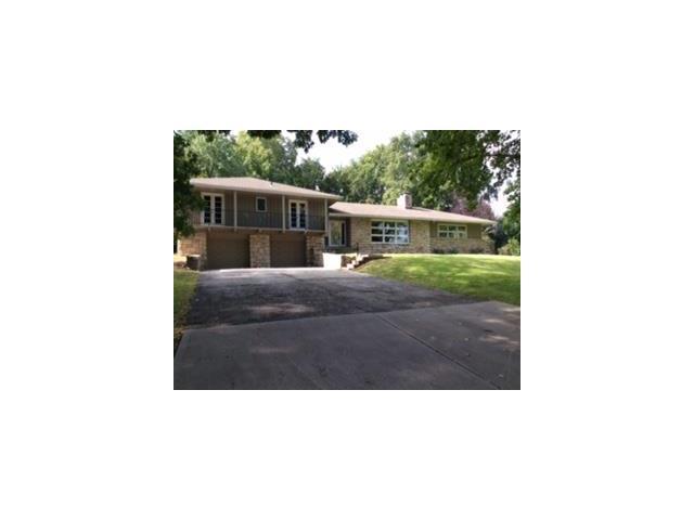 9816 Lee Circle, Leawood, KS 66206 (#2069355) :: Team Dunavant