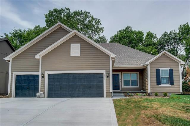 1016 NE Copperwood Drive, Lee's Summit, MO 64086 (#2072164) :: Char MacCallum Real Estate Group