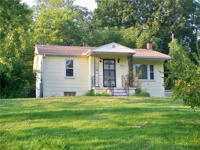 5710 NW Parkdale Circle, Kansas City, MO 64151 (#2074183) :: The Shannon Lyon Group - ReeceNichols