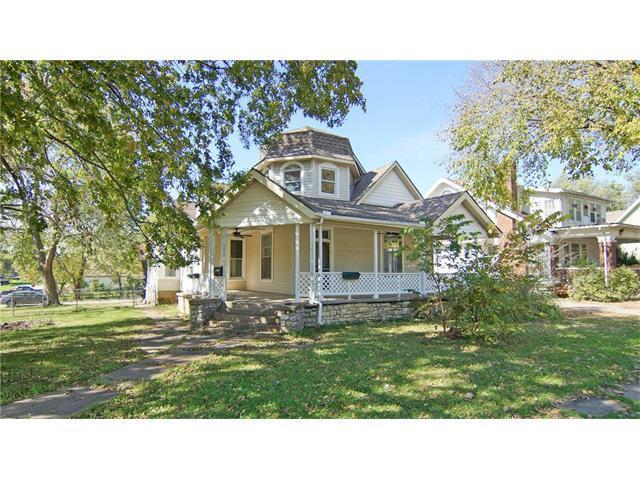 301 N Taylor Street, Pleasant Hill, MO 64080 (#2074478) :: Edie Waters Team