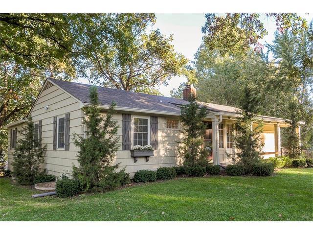 4836 W 77th Street, Prairie Village, KS 66208 (#2075761) :: Tradition Home Group