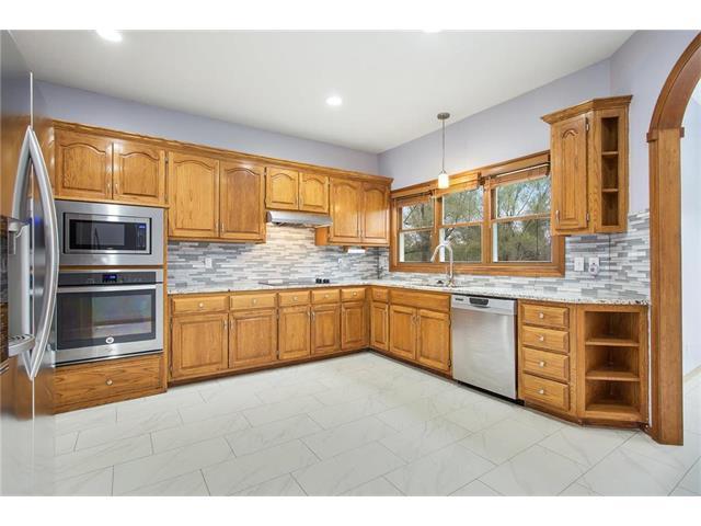 7051 W 164th Terrace, Stilwell, KS 66085 (#2077751) :: Vogel Team