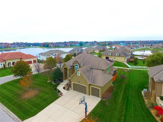 701 SW Admiral Byrd Drive, Lee's Summit, MO 64082 (#2079710) :: The Shannon Lyon Group - Keller Williams Realty Partners
