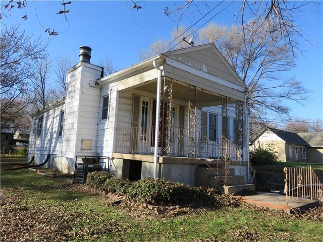 2012 S 18th Street, Kansas City, KS 66106 (#2079968) :: NestWork Homes