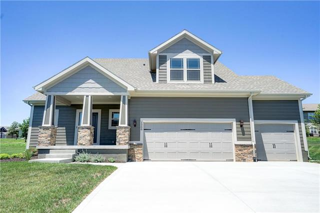1300 Mission Drive, Raymore, MO 64083 (#2082055) :: Edie Waters Network