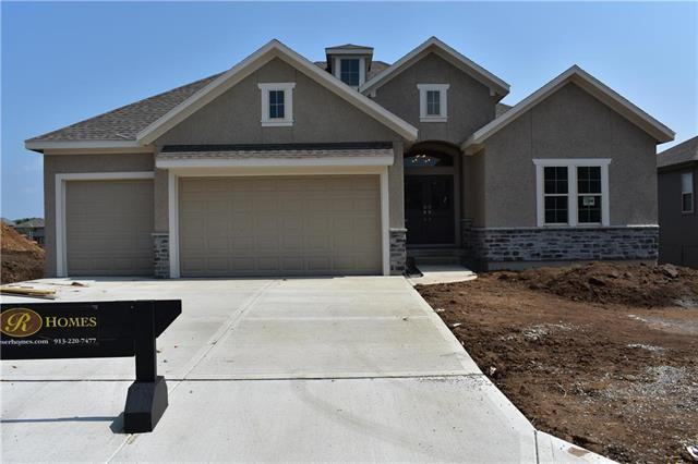 5923 Lakecrest Drive, Shawnee, KS 66218 (#2082941) :: Edie Waters Network