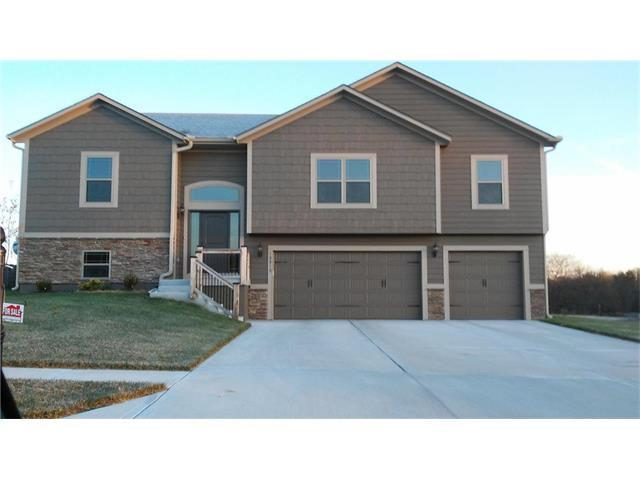 10810 Country Lane, Peculiar, MO 64078 (#2083666) :: The Shannon Lyon Group - Keller Williams Realty Partners