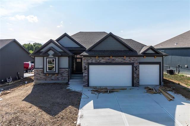 7704 N Lawn Avenue, Kansas City, MO 64119 (#2086431) :: Char MacCallum Real Estate Group