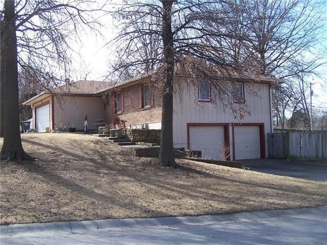 608 N Halsey Avenue, Harrisonville, MO 64701 (#2086557) :: Edie Waters Team