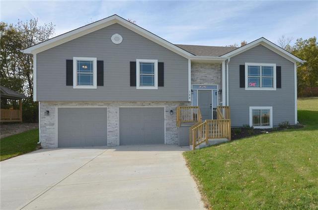 302 Fairview Circle, Platte City, MO 64079 (#2086945) :: Edie Waters Network