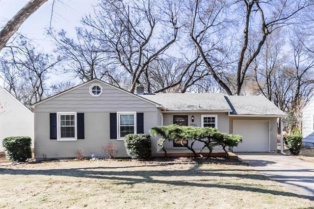 4911 W 71st Terrace, Prairie Village, KS 66208 (#2087506) :: Edie Waters Team
