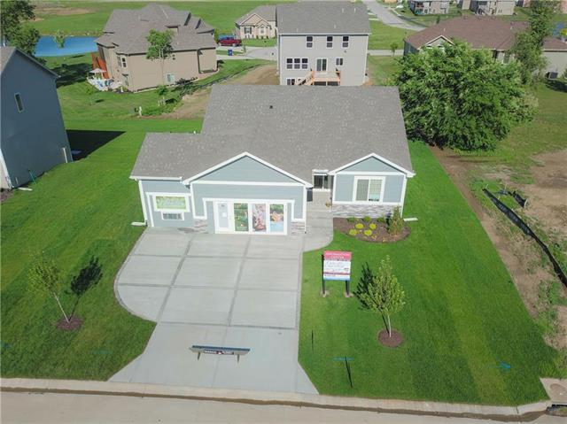 705 Whitetail Drive, Oak Grove, MO 64075 (#2088785) :: House of Couse Group