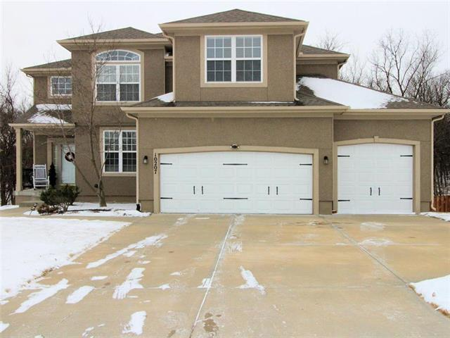 10207 N Miller Lane, Kansas City, KS 66109 (#2088814) :: Edie Waters Team