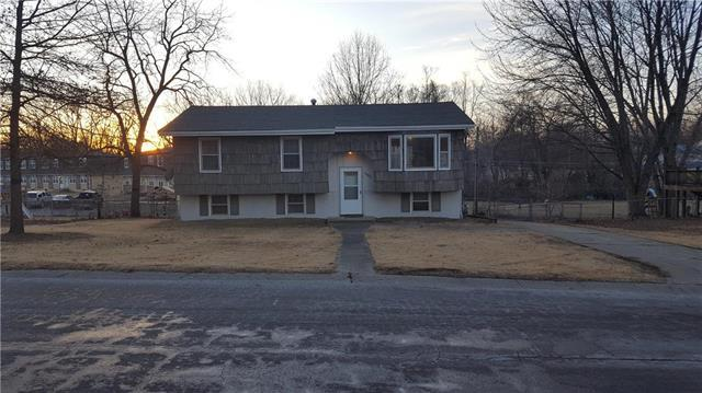 1302 Eastwood Road, Harrisonville, MO 64701 (#2089813) :: Edie Waters Team
