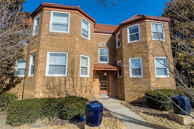 14 E 50TH Street 2 EAST, Kansas City, MO 64112 (#2089873) :: Edie Waters Team
