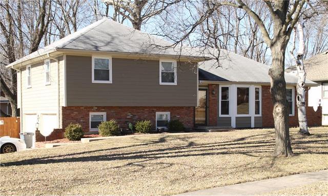 6122 Hauser Drive, Shawnee, KS 66216 (#2089896) :: NestWork Homes