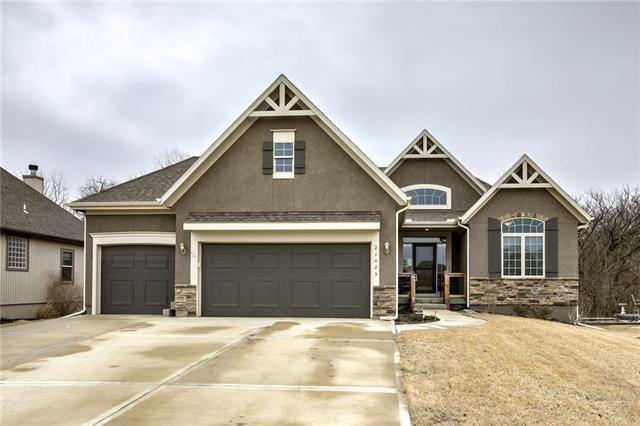 21025 Skyview Lane, Spring Hill, KS 66083 (#2089967) :: Team Real Estate