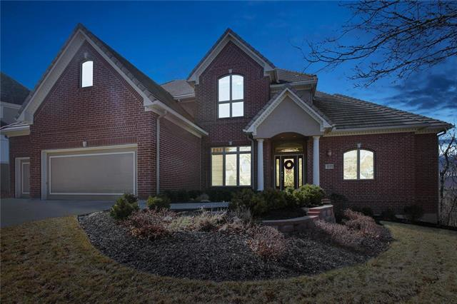 8127 Clearwater Drive, Parkville, MO 64152 (#2090845) :: Edie Waters Team