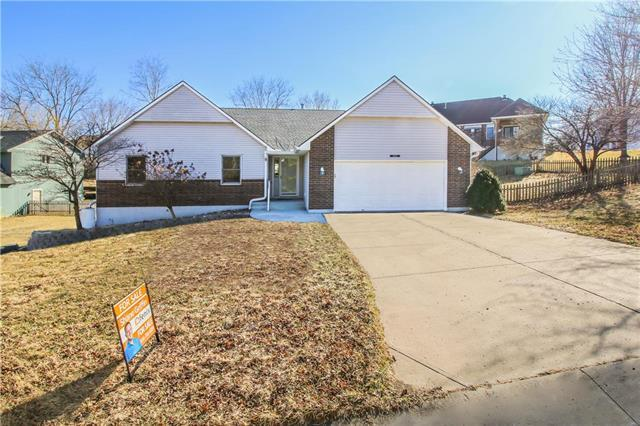 19001 E 31st Terrace Court, Independence, MO 64057 (#2090956) :: Edie Waters Team