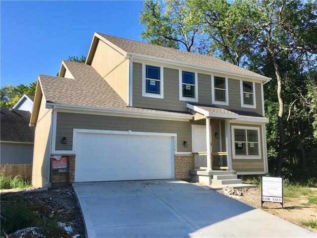 12506 Charlotte Street, Kansas City, MO 64146 (#2091566) :: Char MacCallum Real Estate Group