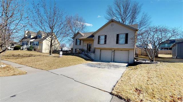 205 NW 101st Street, Kansas City, MO 64155 (#2091879) :: Edie Waters Team