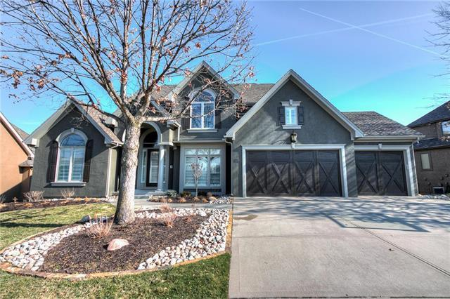 8116 Clearwater Drive, Parkville, MO 64152 (#2093269) :: Edie Waters Team