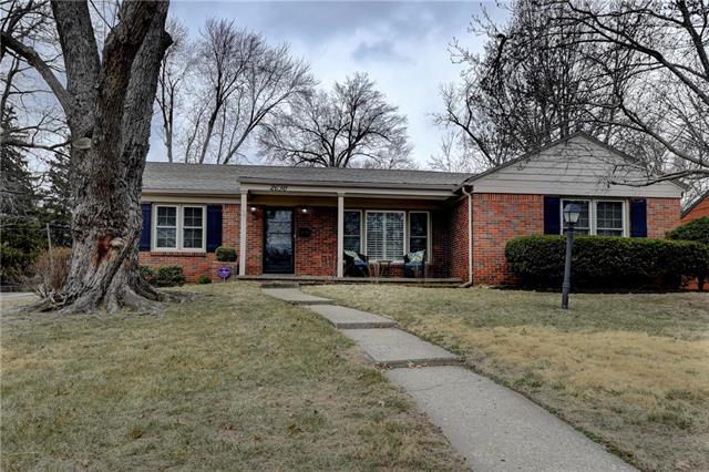 2630 W 51st Terrace, Westwood, KS 66205 (#2093299) :: Edie Waters Team
