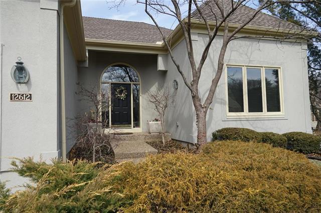12612 Cedar Street, Leawood, KS 66209 (#2093923) :: Edie Waters Team
