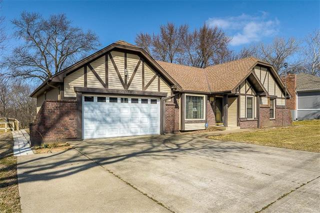 7910 NW Eastside Drive, Weatherby Lake, MO 64152 (#2094052) :: Char MacCallum Real Estate Group