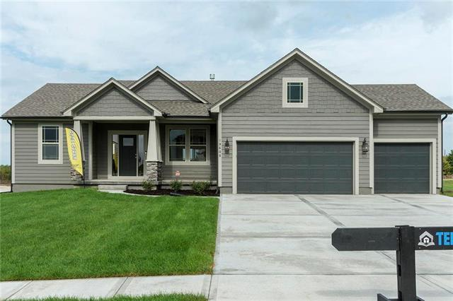 19608 W 198th Court, Spring Hill, KS 66083 (#2094631) :: Edie Waters Network