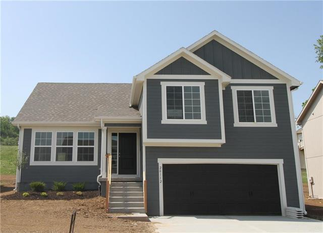 20112 E 24th Terrace Court, Independence, MO 64057 (#2096927) :: Edie Waters Network
