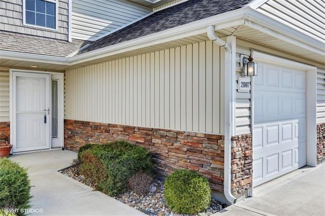 21007 Millridge Street, Spring Hill, KS 66083 (#2098509) :: Char MacCallum Real Estate Group