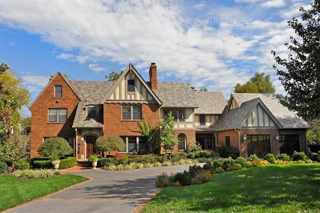 5635 High Drive, Mission Hills, KS 66208 (#2098685) :: Char MacCallum Real Estate Group