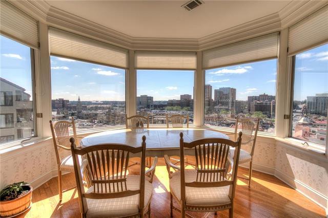 411 W 46th Terrace #403, Kansas City, MO 64112 (#2099044) :: Char MacCallum Real Estate Group