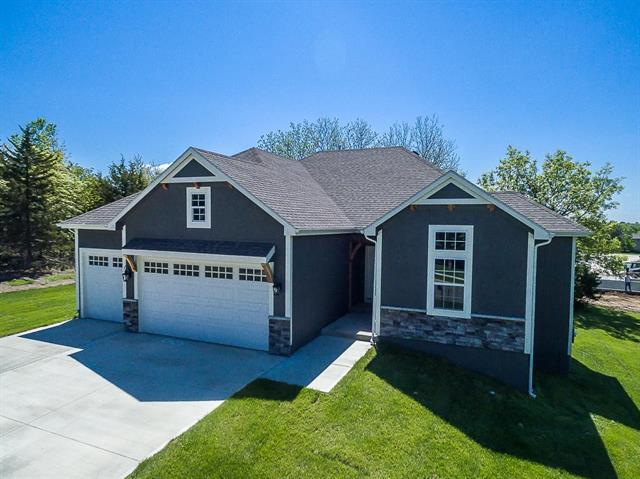14169 Rockaway Court, Basehor, KS 66007 (#2099246) :: Edie Waters Network