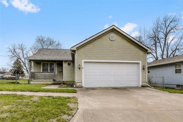 707 W Wea Street, Paola, KS 66071 (#2099250) :: Char MacCallum Real Estate Group
