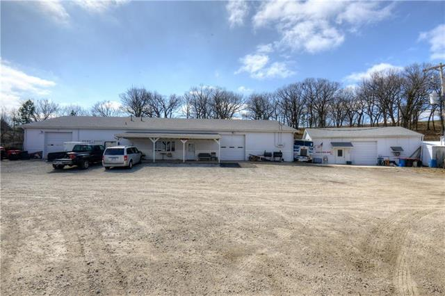 16211 Santa Fe Trail, Leavenworth, KS 66048 (#2099599) :: The Shannon Lyon Group - ReeceNichols