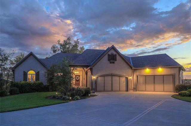 3490 W 196TH Street, Stilwell, KS 66085 (#2100130) :: Char MacCallum Real Estate Group